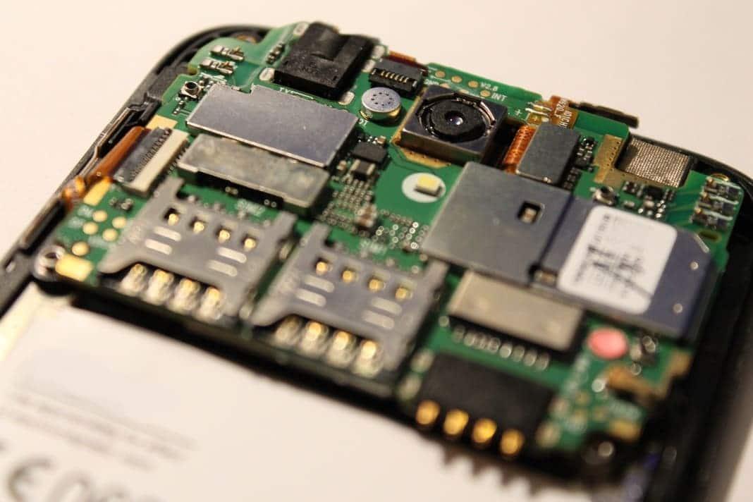 circuitos-placa-base-y-procesador-smartphone