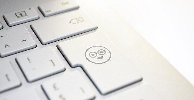¿Estás cumpliendo las normas gramaticales de los emojis y emoticonos?