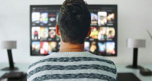 hombre-viendo-Netflix