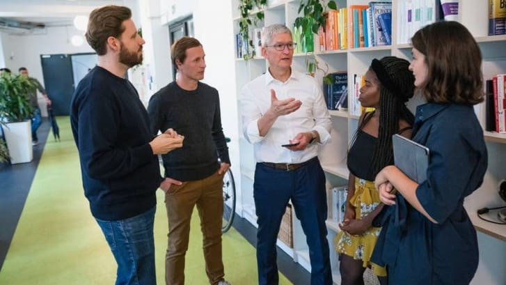 Apple-Tim-Cook-visita-Alemania